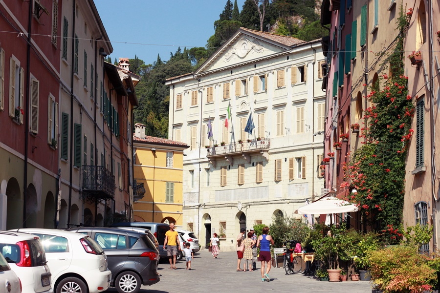 Coloured buildings - Exploring Brisighella With Kids