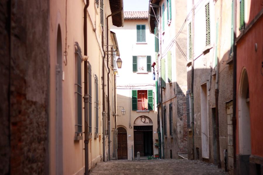 Narrow cobbled street - Exploring Brisighella With Kids